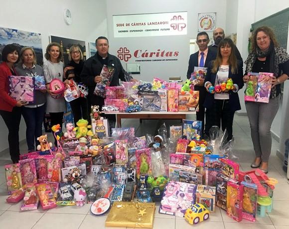 ASOLAN entrega a Cáritas Lanzarote los juguetes recogidos en su última campaña