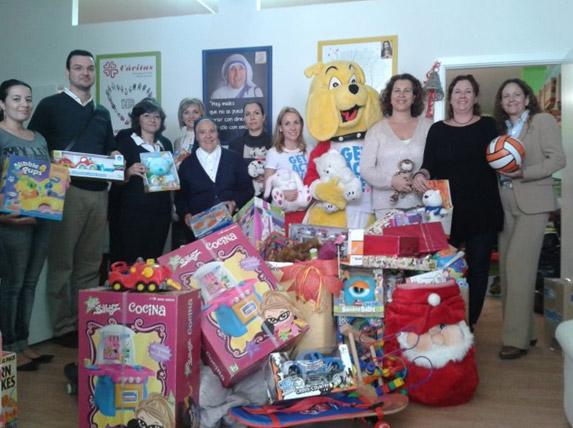 Los hoteles sostenibles de Asolan entregan a Cáritas los juguetes de la campaña solidaria