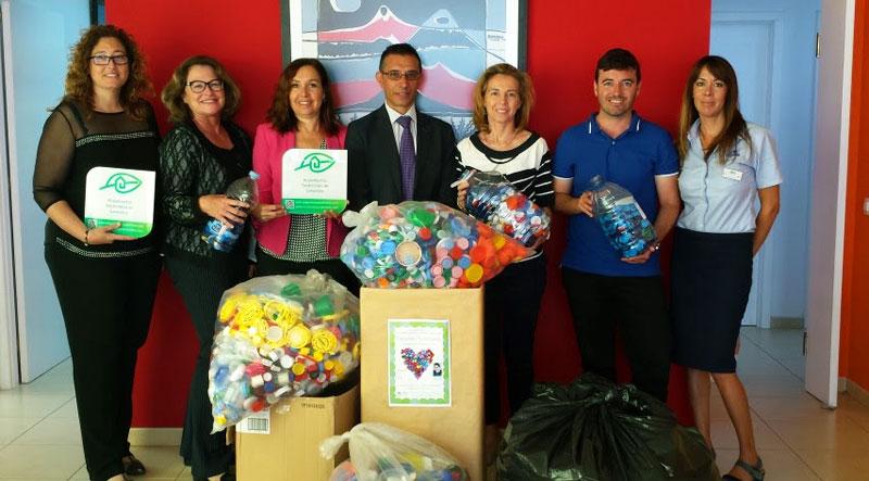 Los establecimientos sostenibles de ASOLAN realizan una nueva entrega de tapones solidarios