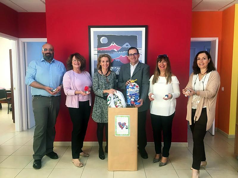 Los hoteles sostenibles de ASOLAN entregan tapones solidarios a la familia de un niño afectado por parálisis