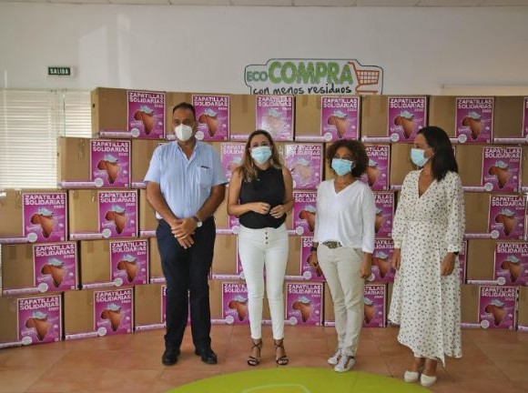 Lanzarote dona 1767 Zapatillas Solidarias a los niños y niñas de Guinea Ecuatorial
